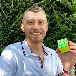 """LODI Durante il lockdown diventa un """"mago"""" del cubo di Rubik: ora parte la sfida"""