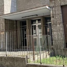LODI L'ex asilo di via Volturno, in pieno centro, resta terra di nessuno