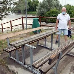 PAULLO I vandali si scatenano: il parco Muzza messo nel mirino