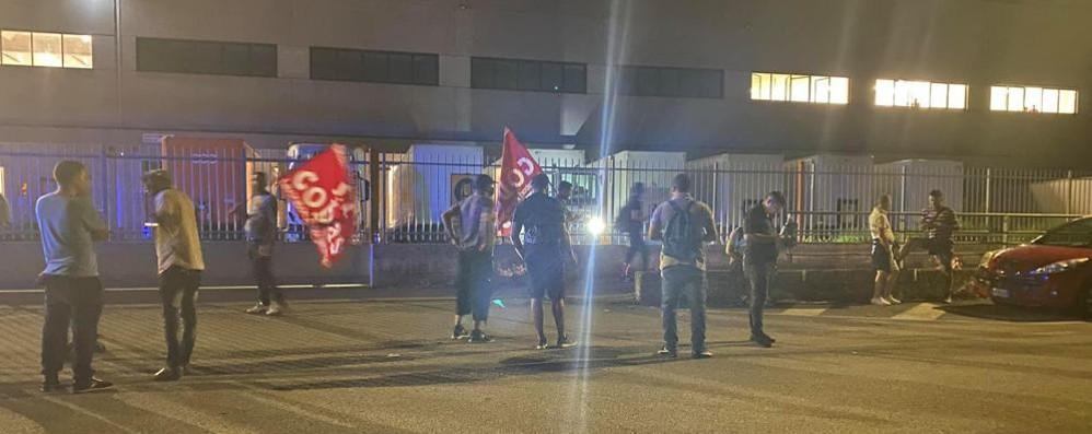TAVAZZANO Una nuova protesta notturna all'hub logistico della Zampieri
