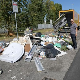 CARPIANO La zona industriale di Francolino è soffocata dai rifiuti VIDEO