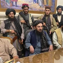 Kabul è caduta in mano ai talebani: gli occidentali se ne vanno, civili in fuga verso l'aeroporto