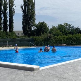 Lodi Vecchio: «Bagni e spogliatoi vecchi e sporchi», polemica per l'igiene in piscina