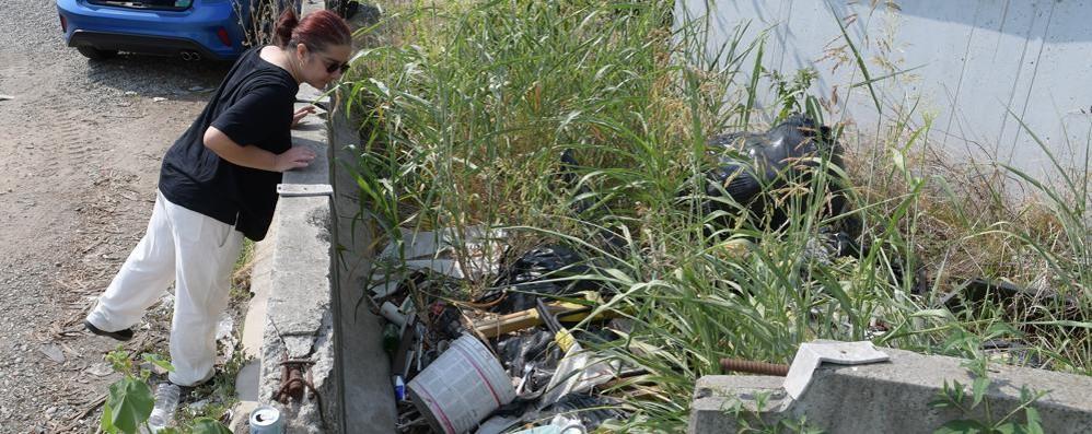 Rifiuti abbandonati e inciviltà, il Sudmilano trasformato in discarica