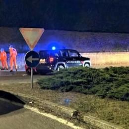 SAN COLOMBANO Fugge in moto dai carabinieri, la corsa si ferma con lo schianto