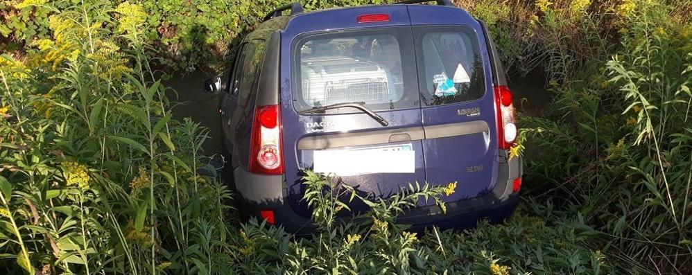 Violento schianto a Dresano, una vettura finisce nei campi: due feriti VIDEO