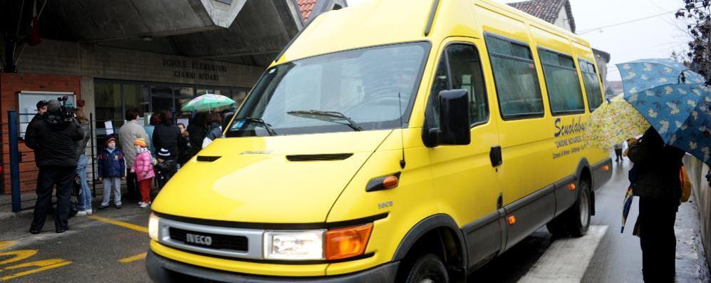Vizzolo, «lo scuolabus costa troppo», ha 30 utenti ma 200 genitori lo pretendono
