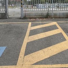Codogno, furbetti del parcheggio rubano il posto ai disabili all'ospedale: «Risolveremo»