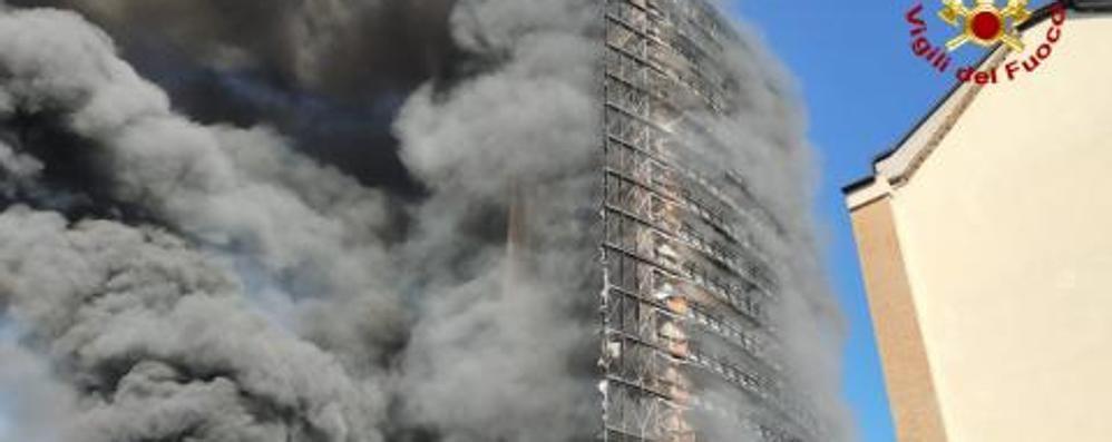 Grattacielo a fuoco a Milano: soccorsi anche da Lodi e dal Sudmilano. Una ventina di intossicati, nessuno grave  - VIDEO