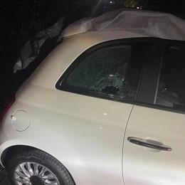 LODI VECCHIO I sassi lanciati in un cortile sfondano il cristallo di un'auto
