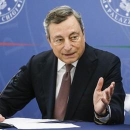 Obbligo vaccinale e ok a terza dose Sferzata di Draghi ai No Vax: «Violenza odiosa»
