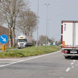 Olio sull'asfalto, la rotonda di Ospedaletto è una trappola per motociclisti