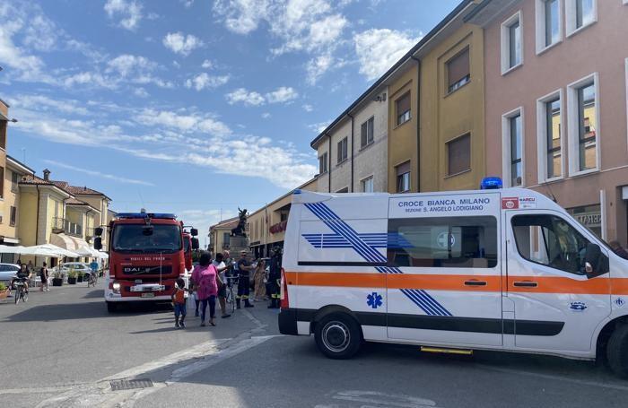I soccorritori in piazza Caduti (Mungiello)