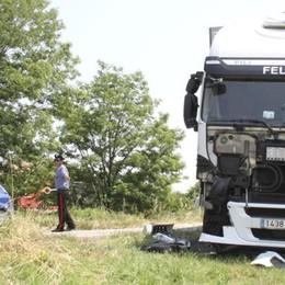 LODI Tir si schianta, traffico difficoltoso sulla via Emilia