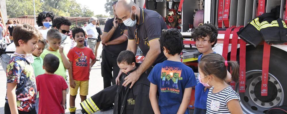 Lodi, vigili del fuoco per un giorno: il sogno diventa realtà per 220 bambini