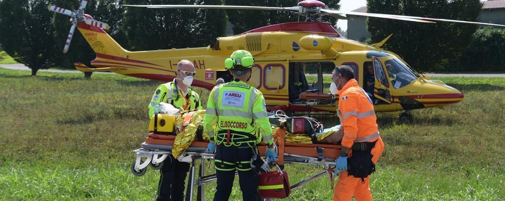 MELEGNANO Cade in casa, un 52enne soccorso con l'elicottero VIDEO