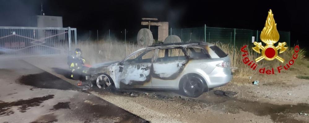 Mulazzano, auto in fiamme lungo la provinciale
