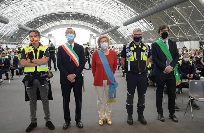 Da sinistra l'assessore regionale Foroni, il sindaco di Milano Sala, Arianna Censi di Città Metropolitana, Pansini presidente CCV e Borghetti presidente del consiglio regionale, foto Canali