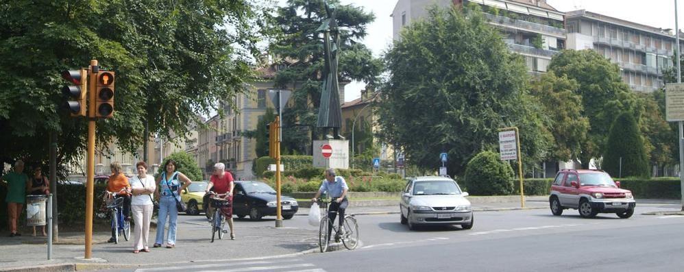 Emergenza traffico a Lodi, con la rotonda di piazzale Medaglie d'Oro in arrivo una rivoluzione