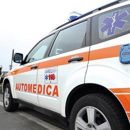 Fombio: cade con lo scooter mentre supera un trattore sulla via Emilia, ferito 60enne