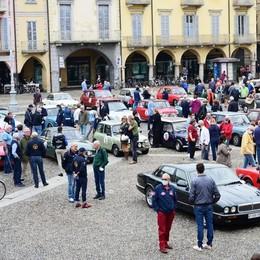 LODI Folla in piazza: le auto storiche fanno ancora breccia VIDEO