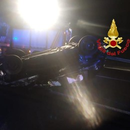 PAURA IN A1 Si ribalta in auto, ferita una 21enne