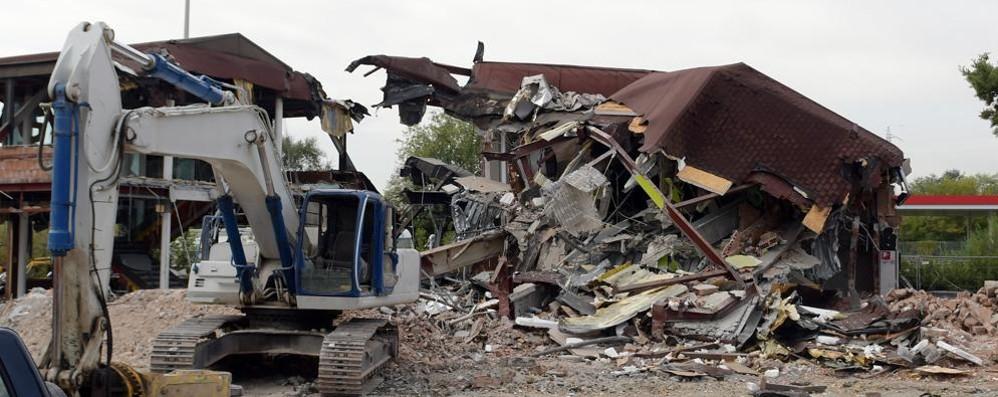 SAN DONATO Raso al suolo lo storico McDonald's aperto oltre vent'anni fa in tangenziale
