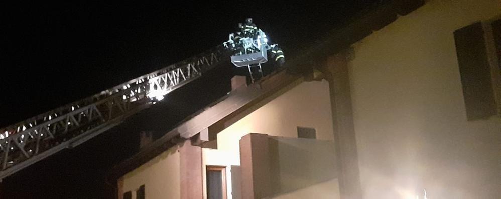 Una notte di lavoro per i sistemare i danni causati dal tornado a Corte Palasio VIDEO