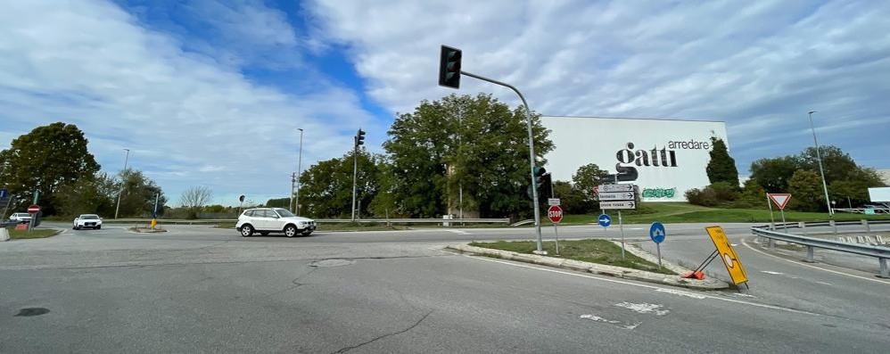 """A Ospedaletto una rotonda al posto del semaforo all'incrocio della trattoria """"Del Cristo"""""""