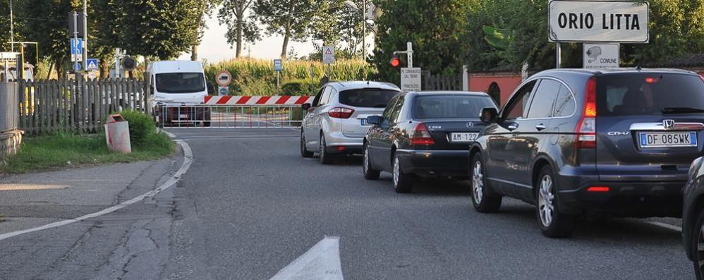 Ancora guai con i passaggi a livello della linea Pavia - Codogno - Cremona
