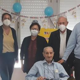 Festa in casa di riposo a Dresano per i 100 anni di Roberto Cordani VIDEO