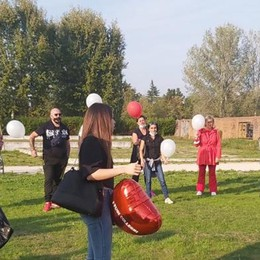 Lodi, l'abbraccio dei colleghi ad Antonella VIDEO