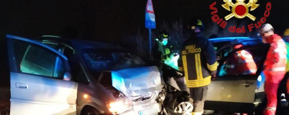 Violento schianto fra tre vetture alle porte di Lodi: tre i feriti, arriva l'elisoccorso