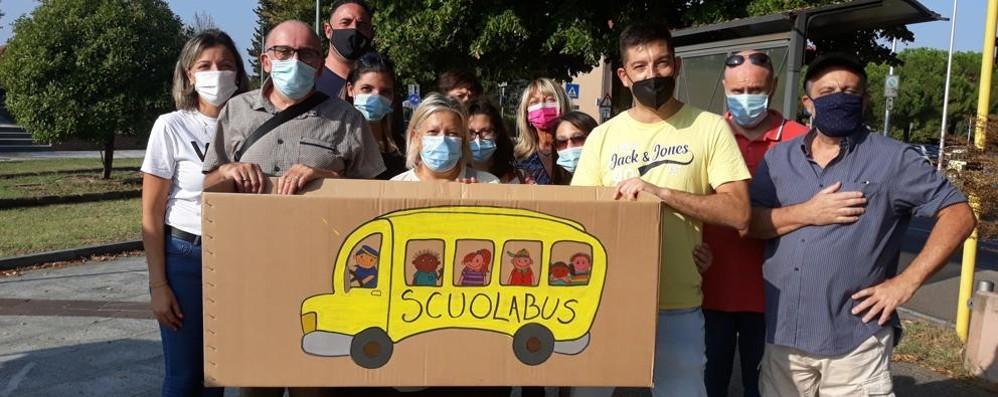 VIZZOLO Più di 500 firme per lo scuolabus, sabato l'ultimo sit-in a Sarmazzano