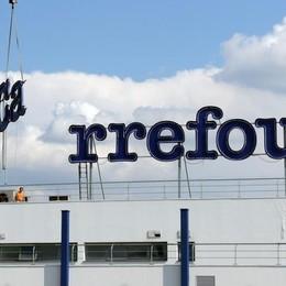 Carrefour annuncia un maxi piano di tagli: c'è preoccupazione anche nel Lodigiano