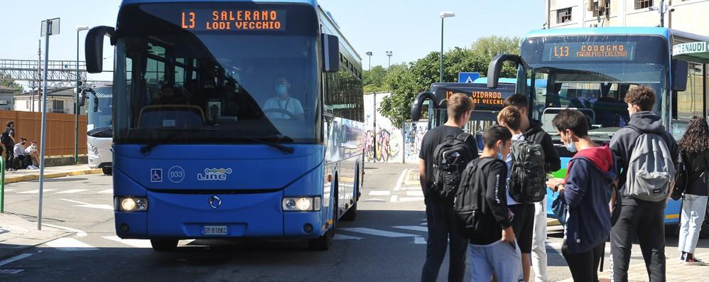 TRASPORTI Lodi, di corsa per trovare un posto sugli autobus