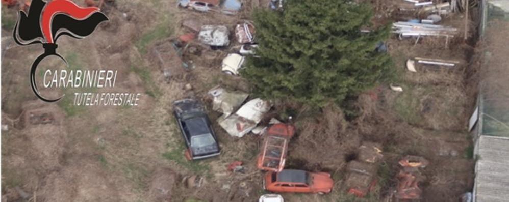VILLANOVA Trasforma il cortile di casa in una maxi discarica, scatta la denuncia
