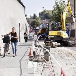 LODI Via Serravalle, cantieri aperti per un altro mese